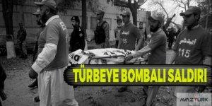 Pakistan'da türbeye bombalı saldırı!