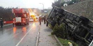 Ümraniye'de çevik kuvvet otobüsü devrildi!