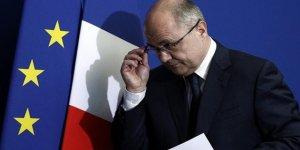Fransa İçişleri Bakanı istifa etti!