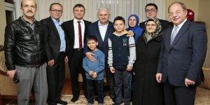 Başbakan Yıldırım 15 Temmuz gazisini ziyaret etti!