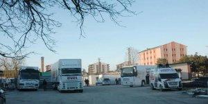 Van'da AK Parti'nin seçim otobüsüne saldırı