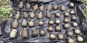 Toprağa gömülü 38 el bombası bulundu