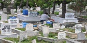 Ömrü mezarlıklarda geçiyor!