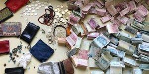 Dilencinin üzerinden çıkan para şoke etti!