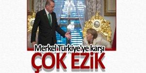 Merkel Türkiye'ye karşı çok ezik