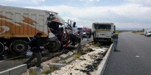 Malatya'da belediye otobüsüne kamyon çarptı!