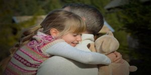 Sevdiklerinize sarılmanın psikolojik faydaları