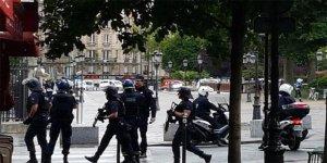 Fransa'da Notre Katedrali'nde silah sesleri
