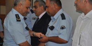 Polis memuru aldığı ödülü şehit ailesine bağışladı