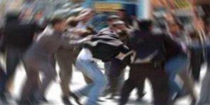 İki aile arasında bıçaklı sopalı kavga: 12 yaralı!