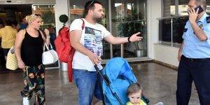 Tatilci 50 aile, otel kapısında kaldı