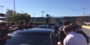 Erdoğan'ın konvoyunu durdurup bayramlaştılar