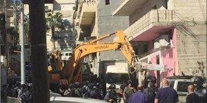 Yahudiler, Müslümanların evlerini yıkmaya başladI