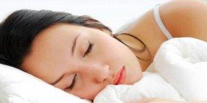 7 saatten az uyku şişmanlatıyor