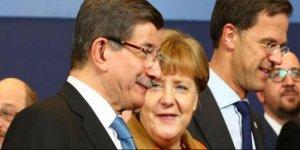 Davutoğlu, Merkel ile telefonda görüştü