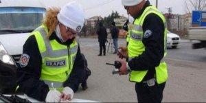 Trafik polisinden örnek davranış: Oğlunun gözünün yaşına bakmadı