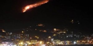 Giresun'da devrilen elektrik direği yangın çıkardı