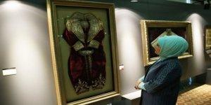 Emine Erdoğan, karma eserler sergisini ziyaret etti