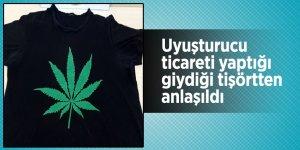 Uyuşturucu ticareti yaptığı giydiği tişörtten anlaşıldı
