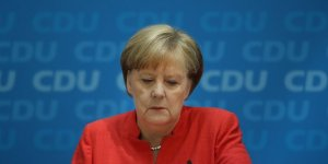 Merkel'den Mesut Özil'in kararına ilk tepki: Saygı duyuyorum...