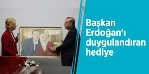 Başkan Erdoğan'ı duygulandıran hediye