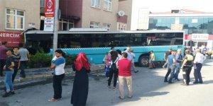 İstanbul'da otobüs kontrolden çıktı! Yaralılar var