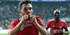 Beşiktaş Emre için teklifi yükseltti!