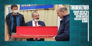 Türkmenili'nden Bakan Soylu'ya kılıç hediyesi: 'SOYU SOYLU KILICI KESKİN OLSUN'