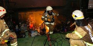 Bağcılar'da 10 iş yerinde yangın çıktı! Kundaklama şüphesi var