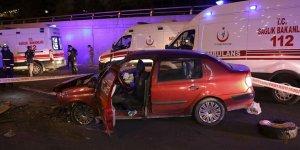 Başkent'te feci kaza! Otomobil temizlik aracına çarptı: 2 ölü
