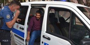 Adana'da görme engelli genci sınava polis ekipleri yetiştirdi!