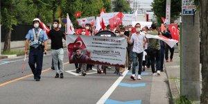 Japonya'da FETÖ'ye ait okulun önünde protesto düzenlendi!