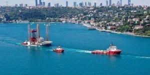 Dev petrol platformu GSP Saturn İstanbul Boğazı'ndan geçti