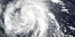ABD kıyılarına aynı anda 2 tropik fırtına yaklaşıyor