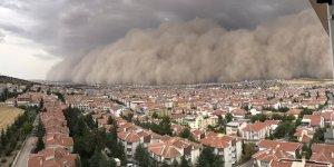 Ankara'da kum fırtınası hayatı olumsuz etkiledi! Meteoroloji uyardı