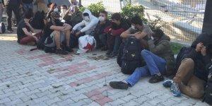İzmir'de yurt dışına çıkmaya çalışan 130 sığınmacı yakalandı!