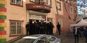Diyarbakır'da HDP binalarında arama: 2 gözaltı