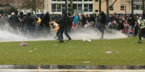 Hollanda'da COVID-19 kısıtlamaları karşıtı protesto: 70 gözaltı