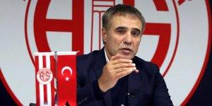 Antalyaspor Teknik Direktörü Yanal'dan ilk yarı değerlendirmesi!