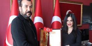 """""""YILIN ALTIN ADAMLARI"""" Ödülleri Sahiplerini Buldu!  AVAZTÜRK'e """"Yılın En İyi İnternet Haberciliği"""" ödülü"""