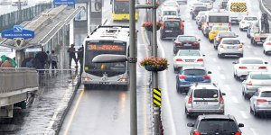İstanbul'da yağmur trafik kabusuna döndü!