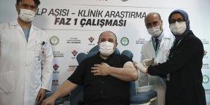 Yerli Kovid-19 aşı adayının ilk insan denemelerinin gönüllüsü Bakan Varank oldu