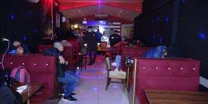 İzmir'de Kovid-19 tedbirlerine uymayan eğlence mekanı ve müşterilerine 177 bin lira ceza