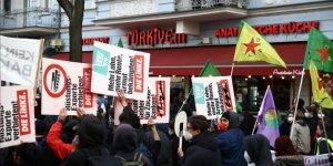 Almanya'da 1 Mayıs gösterilerinde polis ile göstericiler arasında çatışma çıktı