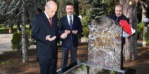 MHP Genel Başkanı Bahçeli, Alparslan Türkeş'in kabrini ziyaret etti