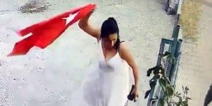 Adana'da iş yerine asılı Türk Bayrağı'nı koparıp çöpe atması kameraya yansıyan kadın gözaltına alındı