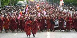 Budist çeteler camilere yeni yasaklar getirdi!