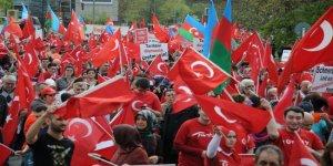 Almanya'daki Türkler 1915 tasarısını protesto etmek için sokağa döküldü