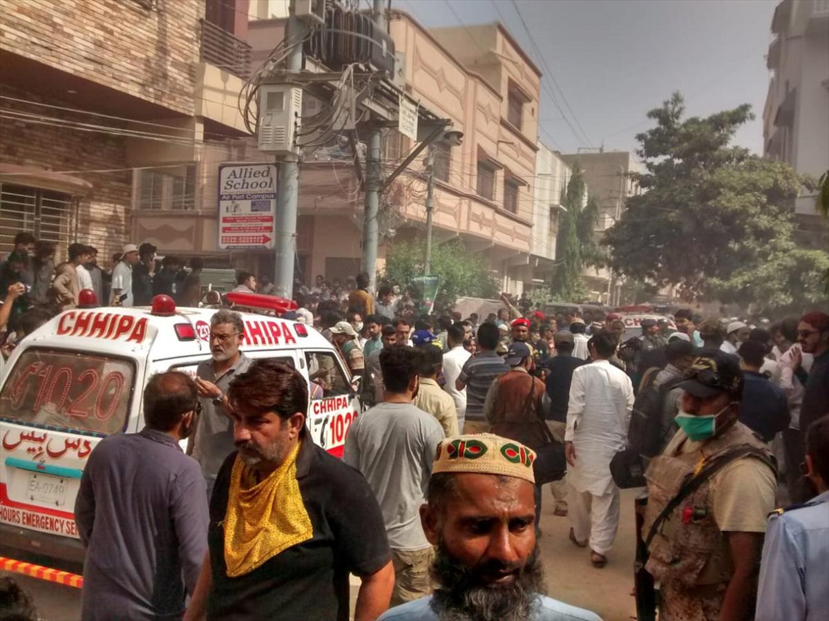 pakistan-ucak-dustu.jpg