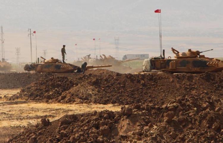 Sınırda askeri hareketlilik sürüyor